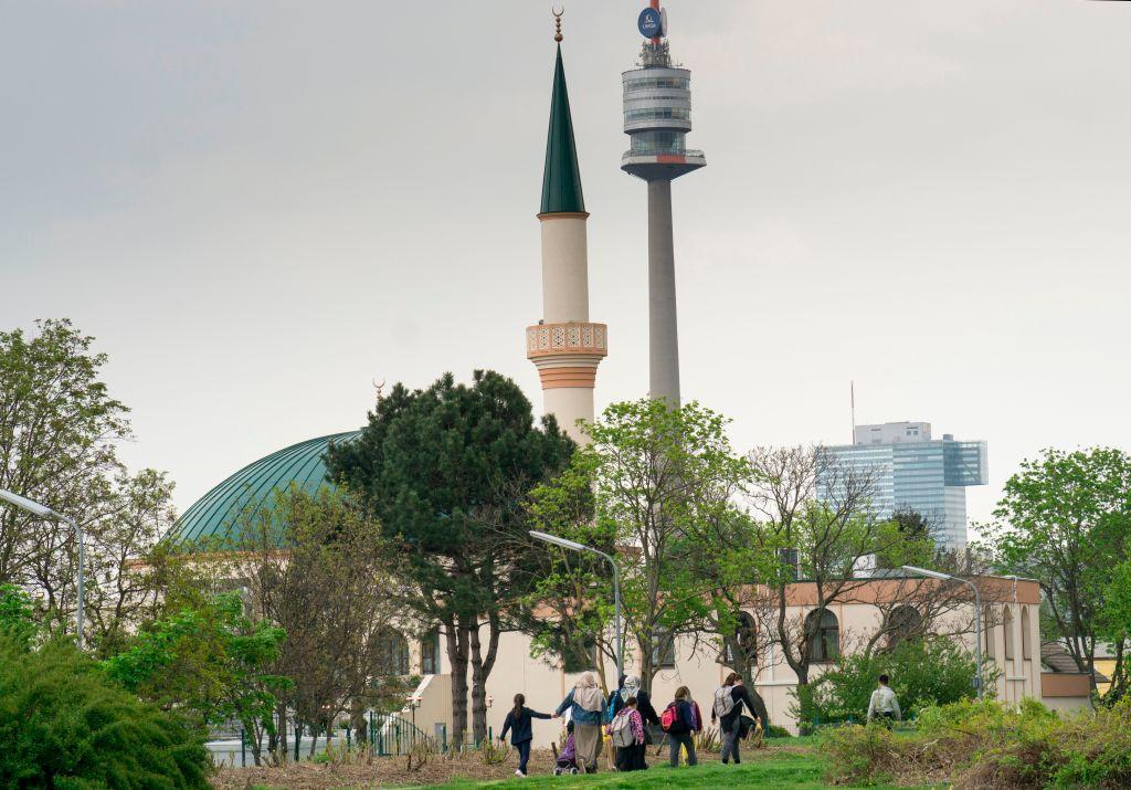 Islam über Österreich – Die Hälfte der jungen Afghanen sehnt sich nach religiösem Anführer