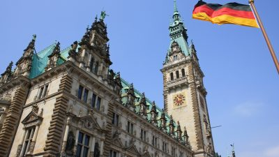 Hamburgs Datenschutzbeauftragter: Der Kampf gegen Rechtsextreme dient als Türöffner für mehr staatliche Kontrolle