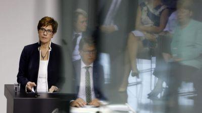 Bundestag: Befragung der Verteidigungsministerin, Energiesparrecht, Flüchtlingskinder, Adoption