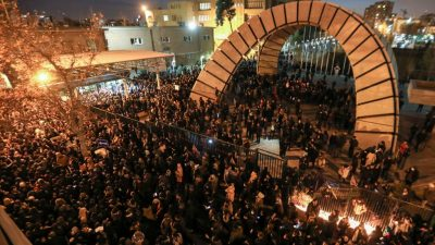 Blutige Proteste in Teheran – Trump twittert auf Farsi