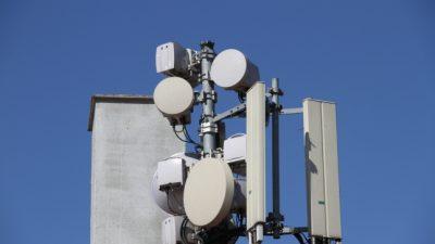 Drei große Telekommunikationskonzerne fordern Ende der Mobilfunk-Frequenzauktion in Deutschland