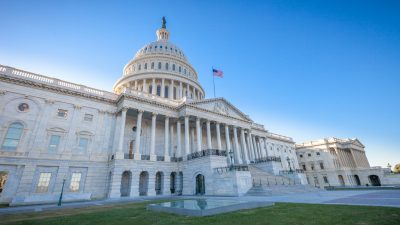 Nach zahlreichen Eingeständnissen: US-Senat stimmt Bidens billionenschwerem Corona-Hilfspaket zu