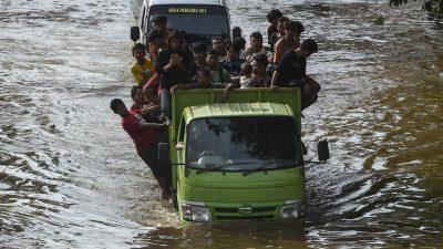 Indonesien: Ganze Landstriche versinken in Fluten – Dutzende Tote