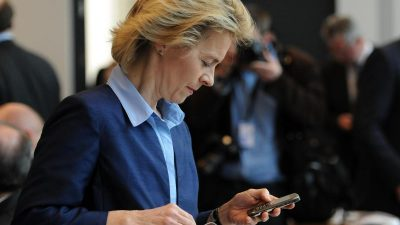 """Von der Leyen hat """"ihr Telefon ordentlich aufgeräumt"""" – Opposition fassungslos über gelöschte Daten"""