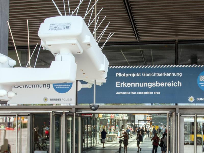 Wien: Hat Polizei Gesichtserkennungs-Software zur Ausforschung von Demonstranten eingesetzt?