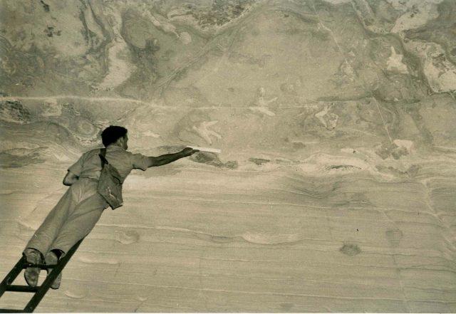 Dokumentation der Dinosaurier-Fußabdrücke im Jahre 1954.