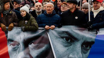 Zehntausende Russen erinnern an ermordeten Kremlgegner Nemzow
