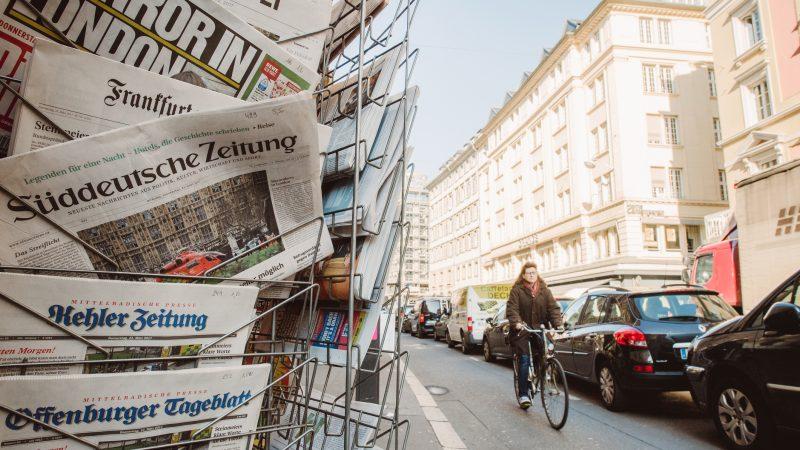 Internationale Medien sehen den Rückzug von CDU-Parteichefin Annegret Kramp-Karrenbauer als Konsequenz fehlender Erfolge und mangelnder Autorität.