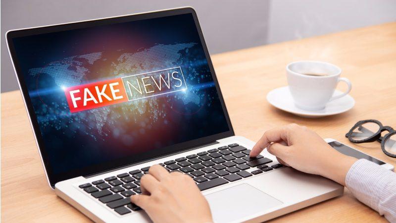 In Zusammenarbeit mit der WHO wollen Internetkonzerne wie Amazon, Facebook und Google stärker gegen Fake-News über Covid-19 und das Coronavirus vorgehen.