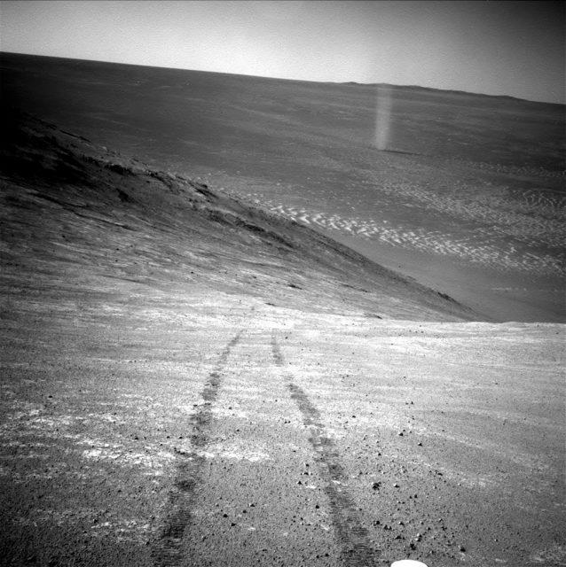 Ein Staubteufel aufgenommen vom Mars-Rover Opportunity.