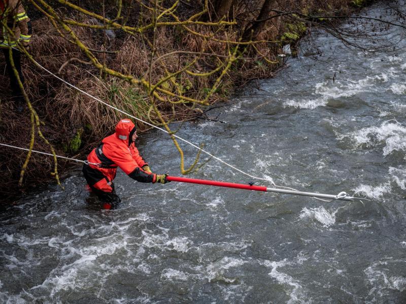 Mutter und zwei Kinder aus Flüchtlingsunterkunft tot aus Fluss geborgen