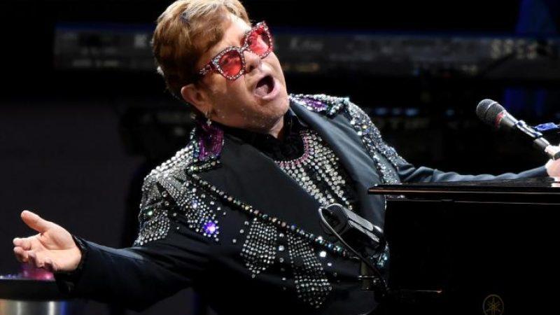 Elton John blieb die Stimme weg.