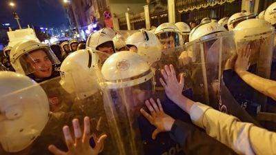 Polizei in Istanbul setzt Tränengas gegen Demonstration zum Frauentag ein