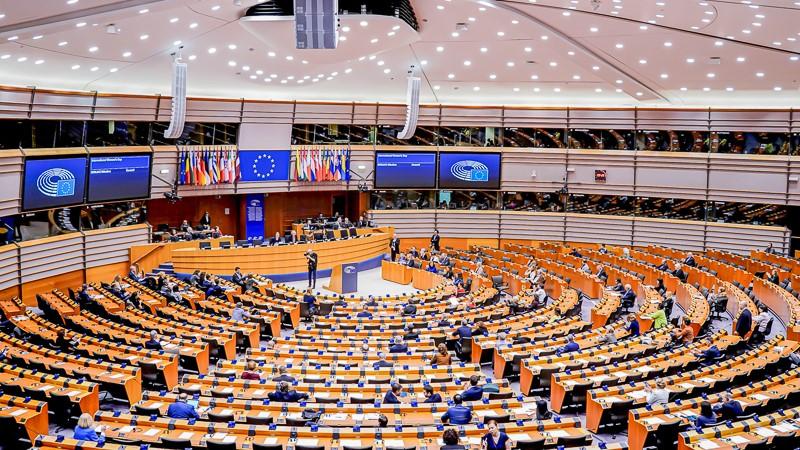Soziologe kritisiert EU scharf: Brüssel will Regimewechsel in Polen und Ungarn