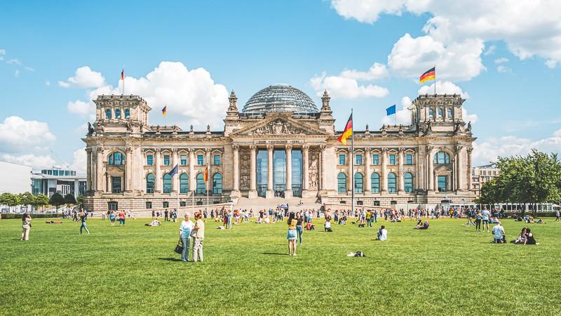"""AfD fordert für Reichstag: Brücken bauen statt Gräben ziehen – FDP will """"Aha-Zaun"""" schnellstmöglich umsetzen"""