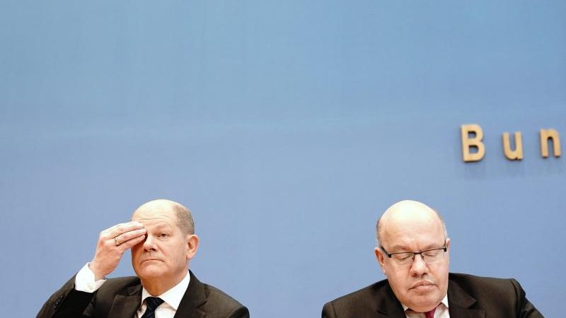 urn-newsml-dpa-com-20090101-200320-99-411419_large_4_3_Bundesfinanzminister_Olaf_Scholz__SPD__und_Wirtschaftsminist-e1584717587383-800x450.jpg