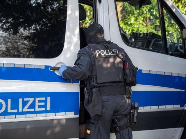 Maskenbefreiung im Visier der Ermittler – Polizeirazzia gegen zwei Hamburger Ärzte