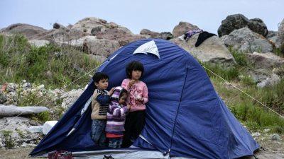 """Auf griechischen Inseln droht """"humanitäre Katastrophe"""""""