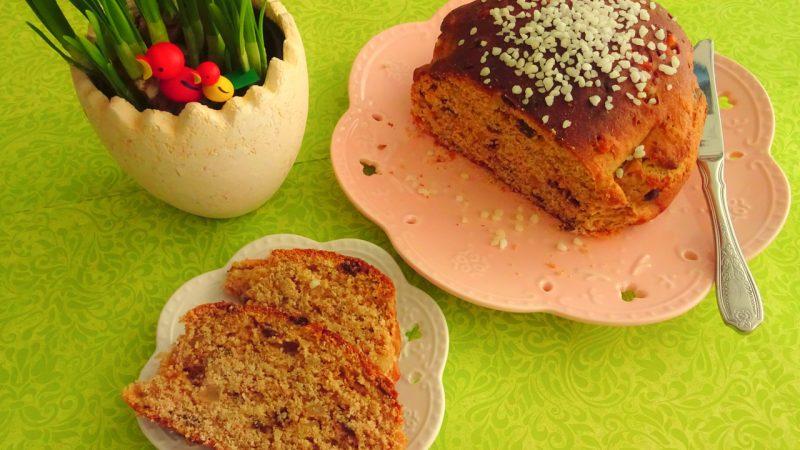 Das Osterbrot schmeckt, pur oder mit süßen Beilagen, frühs und nachmittags gleichermaßen.