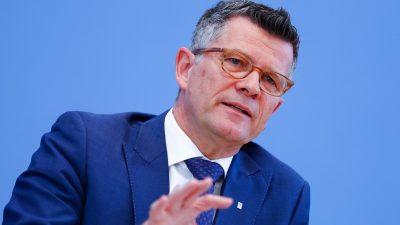 Debatte um Grundrechte-Einschränkung: Ethikrat-Chef stimmt Schäuble zu
