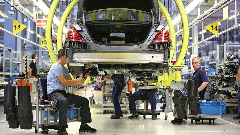 Rund 3.500 Daimler-Mitarbeiter nehmen Abfindungsprogramm an