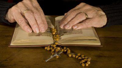 Von Jung bis Alt: 102-jährige Ordensfrau und Neugeborenes trotzen Corona
