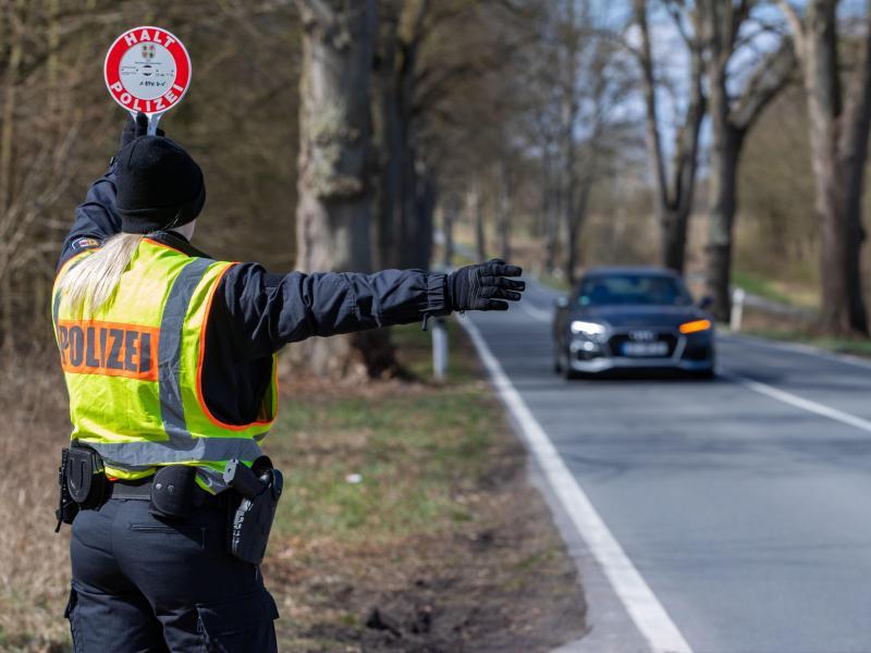 Mecklenburg-Vorpommern verbietet öffentlichen Alkoholausschank und verstärkt Grenzkontrollen