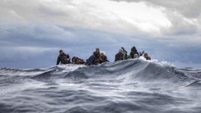 Malta lässt hunderte Migranten nach fast 40 Tagen auf See an Land gehen