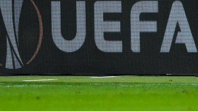 Geisterspiele und Abbrüche: Europas Fußball in der Krise