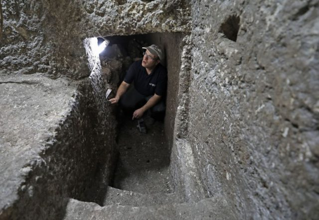 Barak Monnickendam-Givon in unterirdische Räume