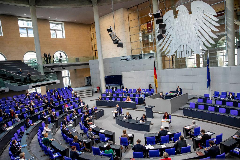 Bundestag setzt automatische Diätenerhöhung aus – Parlamentarier erhalten dennoch über 10.000 Euro im Monat