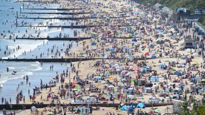 Urlauber können hoffen: Im Juni soll die weltweite Reisewarnung enden – neben anderen Corona-Normen
