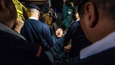 """""""Ich verstehe, dass die Regierung nichts taugt"""": Hongkongs Pro-Demokratie-Aktivisten trotzen den Anklageerhebungen vor Gericht"""