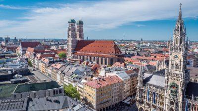 """Corona-Demos: GdP stellt """"Auflagenmüdigkeit"""" fest – Bayerns Innenminister will Polizei stärker aufstellen"""