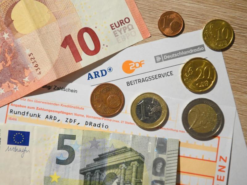 Rundfunkbeitrag bleibt bei 17,50 Euro – Karlsruhe lehnt Eilanträge ab