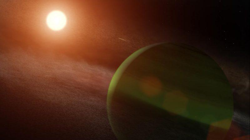 Künstlerische Darstellung des Planeten AU Mic b und seines jungen Roten Zwergsterns. Das System liegt etwa 32 Lichtjahre entfernt im südlichen Sternbild Mikroskop