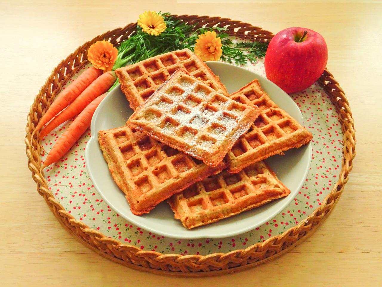 Leckere Frühstückswaffeln zum Festtag des Waffeleisens