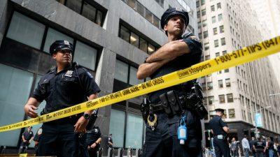 """USA: Polizisten stoßen """"katholischen Aktivisten"""" Gugino nieder – Trump wittert Antifa-Provokation"""