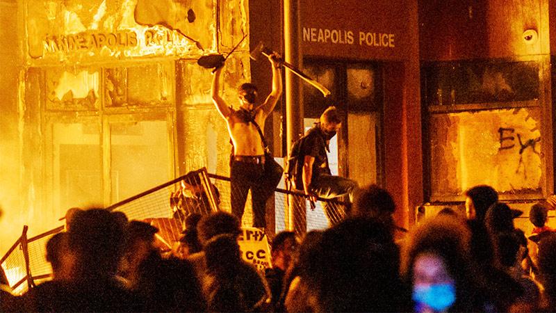 Städte brennen, aber niemand wagt, es als kommunistischen Aufstand zu bezeichnen