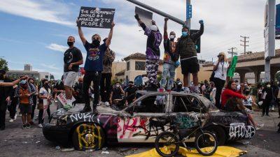 Antifa unterwandert Demos – US-Beamte sehen radikalen, linken, sozialistischen Versuch einer Revolution