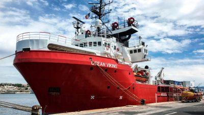 """Italienische Küstenwache setzt NGO-Schiff """"Ocean Viking"""" fest"""