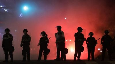 """""""Das ist Inlandsterrorismus"""": Bürgermeisterin von Olympia erschüttert über Zerstörung bei Demonstrationen"""