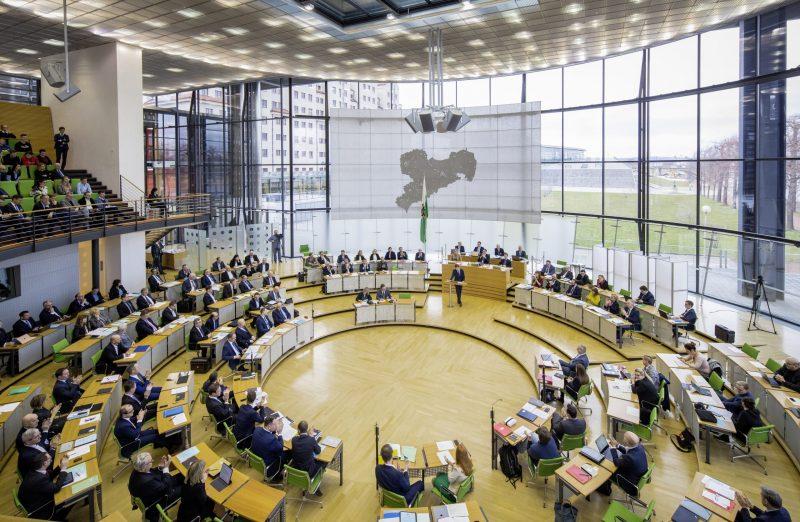 Große Einigkeit in Sachsen: Regierungskoalition beschließt Gehaltserhöhung für die Abgeordneten