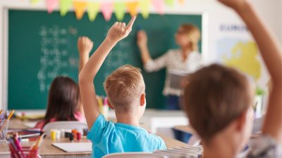 OVG Bautzen weist Klage einer Lehrerin zurück: Keine Gefahr durch fehlenden Abstand für Grundschullehrer