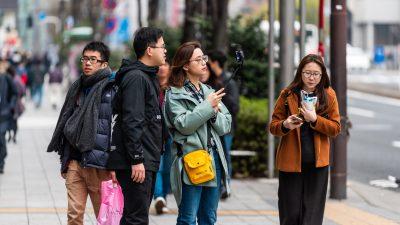 Japan: Stadt will Smartphone-Verbot für Fußgänger einführen