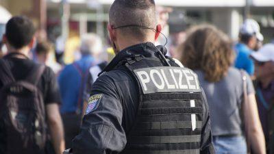 Bielefeld: Hetzjagd auf Polizeibeamte mit Plakaten – Polizeipräsidentin sieht rote Linie überschritten