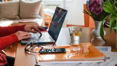 Zwischen Firma und Familie: Wie Homeoffice die Firmenbindung schwächt und wie Unternehmen gegensteuern können
