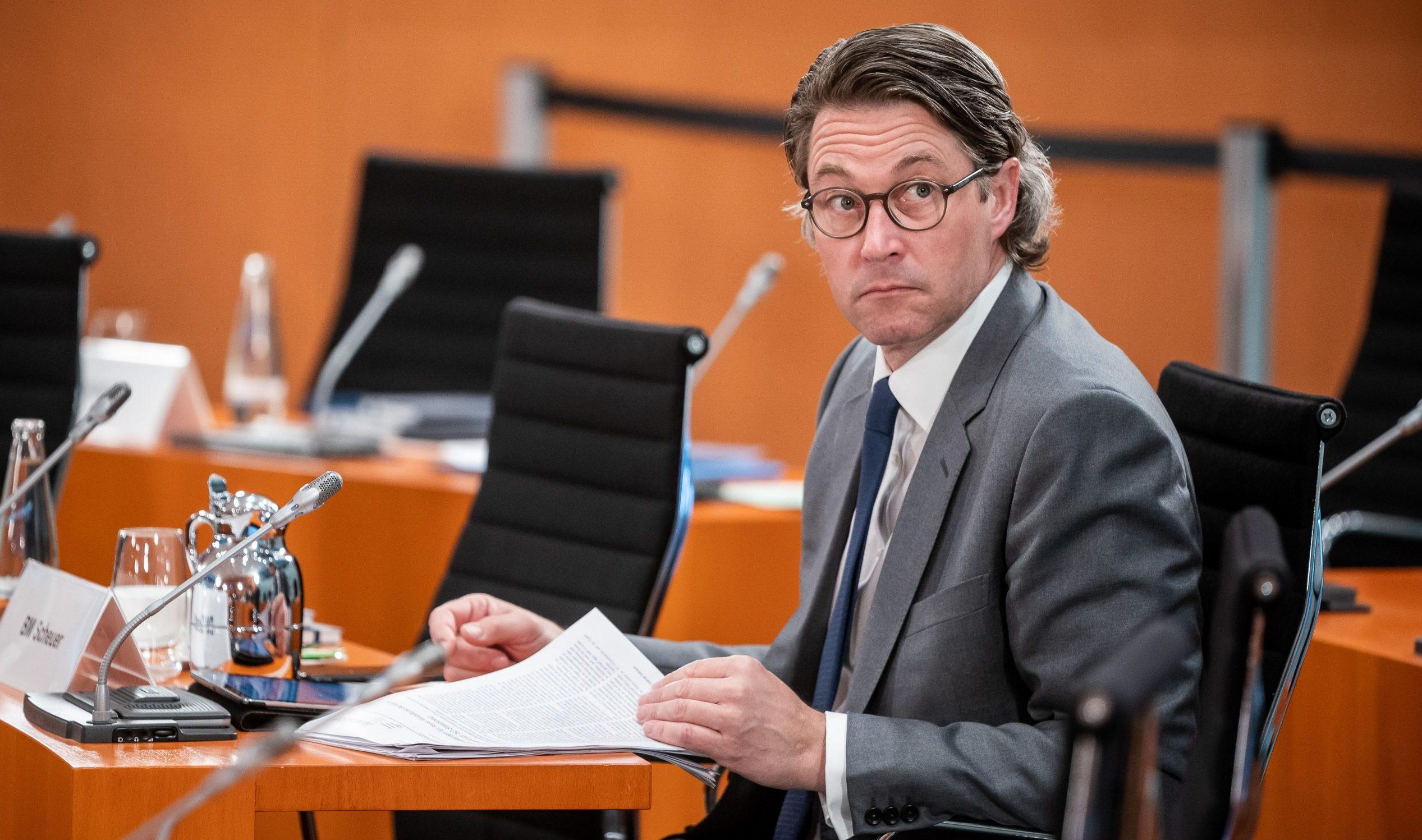 """Schulze verteidigt """"Klimaprämie"""" – Scheuer will Steuerbonus für Menschen mit weniger CO2-Ausstoß"""