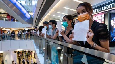 Neue Protestform in Hongkong: Worte im Herzen und leere Blätter für das KP-Regime