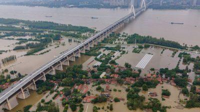 Hochwasser bedroht China: Zehntausende kämpfen gegen Überschwemmungen entlang des Jangtse